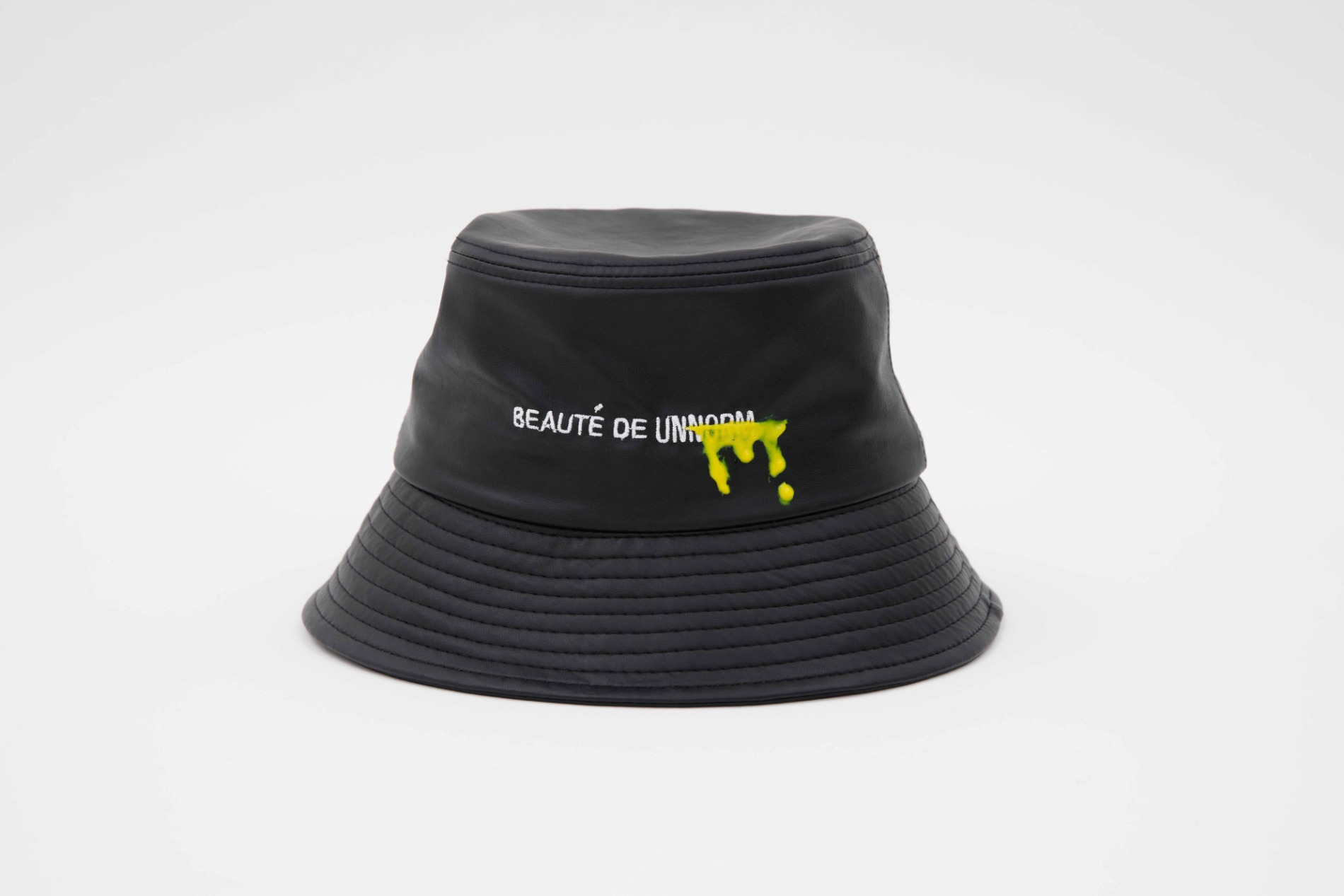 [UNNORM] Artificial leather Black Bucket hat (Yellow graffiti)